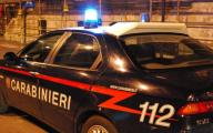Bomba esplode davanti all'appartamento di un pensionato