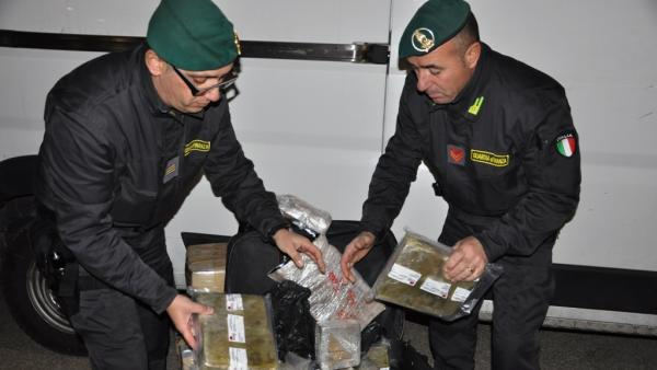 Gdf: sequestrati 612 chili di Marijuana e 21 chili di hashish