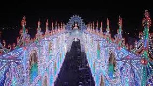 La Capitale Mondiale delle Luminarie festeggia Santa Domenica