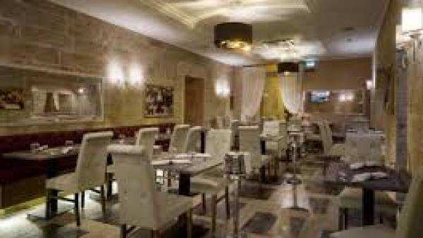 La Cena degli Sconosciuti a Le Club Restaurant